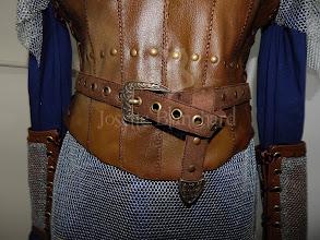 Photo: Figurino Viking Lagertha infantil. Confeccionado em algodão, camurça, imitação de couro e tule metalizado, com ilhóses e rebites, com detalhes de costura à mão.   Site: http://www.josetteblanchard.com/  Facebook: https://www.facebook.com/JosetteBlanchardCorsets/  Email: josetteblanchardcorsets@gmail.com josetteblanchardcorsets@hotmail.com