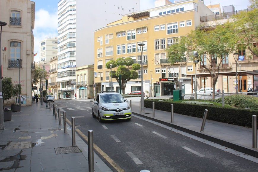 Una patrulla de la Policía Local en la Plaza de San Sebastián.