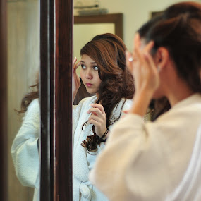mirror mirror on the wall by Mymy Alagaban - Wedding Bride