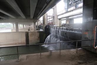 Photo: Sert à régler le niveau d'eau du canal Albert