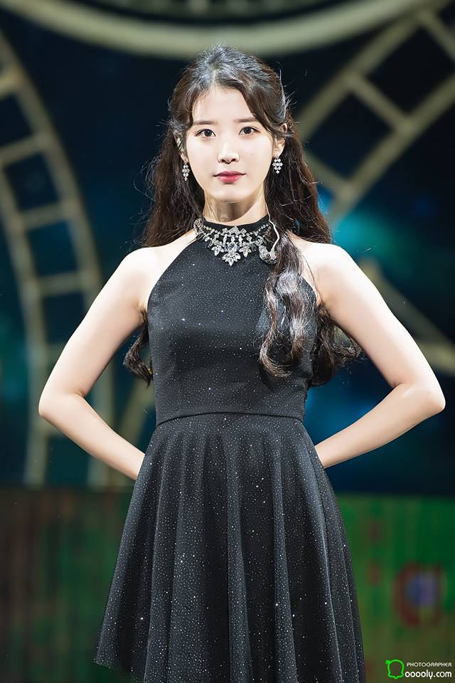 iu black dress 25