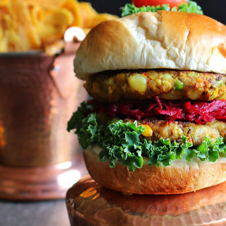 Vegetable Samosa Burger [Vegan].