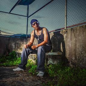 OPP-MC by Vantodes . - People Street & Candids ( place - strobist )