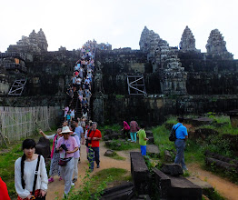 Photo: People leaving Phnom Bakheng for a sunset view of Angkor Wat