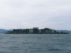 """Photo: 今、長崎の人気スポット! """"軍艦島""""でございます! 見る角度によっては、更に「軍艦」らしいです。 ・・・この角度じゃないな。"""