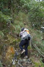 Photo: 其實這段登頂路線已經不是那麼危險,沿途都有繩索輔助,不過確實是陡了些