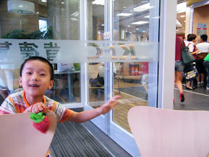 Photo: playing baby son in KFC.