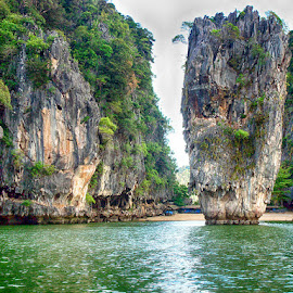 PhiPhi by Abdul Rehman - Landscapes Waterscapes ( james bond, thailand, sea, rock, island,  )