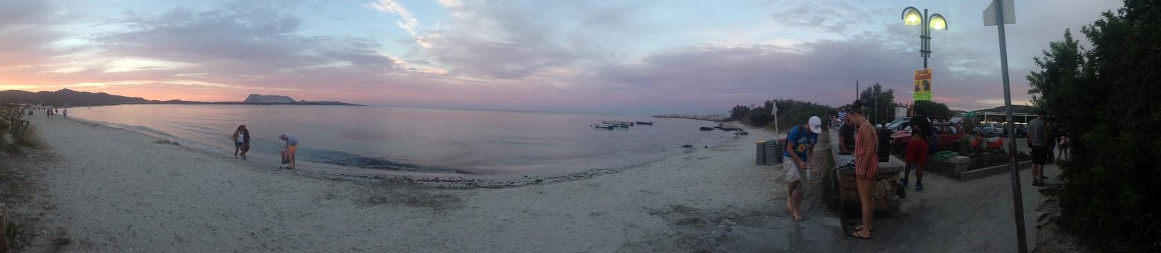 Ближний вход на пляж. Панорама. Ножки моем.