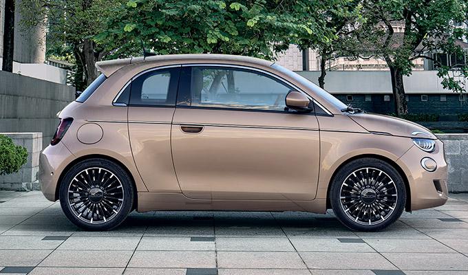 Nova geração do 500 tem apenas motores elétricos e deve chegar ao Brasil em 2021 (Fonte: Fiat/Divulgação)