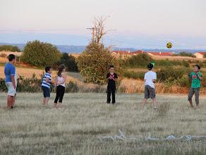 Photo: Les plus jeunes préfèrent le ballon aux boules
