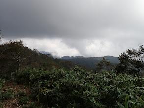 烏帽子岳方面だが雲に覆われ