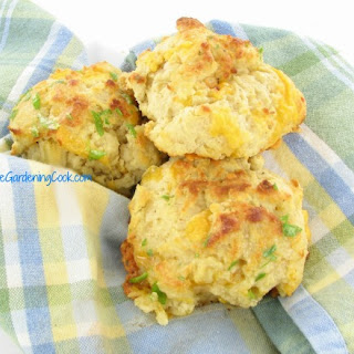 Red Lobster Copy Cat Cheddar Bay Biscuits.