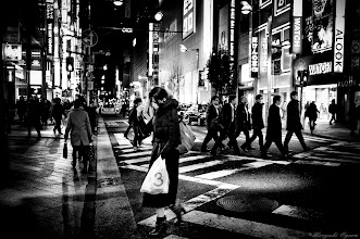 Photo: 群れ文化への抵抗 Resistance to flock culture  Tokyo Street Shooting  Location; #Shinjuku , #Tokyo , #Japan   #photo #photography #streetphotography #streettogs  #leica #leicaimages #leicammonochrom #leicamonochrom #leicamonochrome