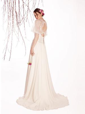 Robe de mariée fluide Eveil, en dentelle fine et en mousseline, manches larges transparentes, dos nu original et raffiné