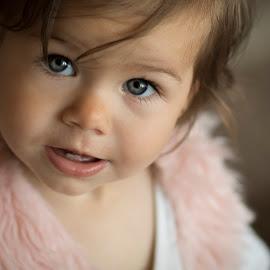 LIq by Теди Димитрова - Babies & Children Child Portraits