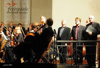 """Photo: Young Orchestra e quattro grandi maestri   RENAISSANCE SACRED MUSIC  Heinrich Schütz:  """"Ich bin der rechte Weinstock""""     """"Verleih uns Frieden genädiglich, Herr Gott zu unsern Zeiten, es ist doch ja kein ander nicht, der für uns könnte streiten, denn du, unser Gott, alleine.""""   aus """"Geistliche Chormusik"""" 1648   C. Monteverdi: Kyrie und Gloria aus """"Messa a quattro voci et Salmi""""  Walter Frye (1450-1475) : """"Ave Regina"""", Missa Flos Regalis  J. Plummer: """"Anna mater Matris Christi""""  Arvo Pärt * 1935 in Estland:  """"Most holy mother of god"""", für Chor a cappella  """"I am the true Vine"""" für Chor a cappella,  Silouans Song für Streichorchester,  Litany für Soli, gemischten Chor und Orchester    Artists:  CONCERTINO Ensemble  Rostocker Motettenchor  Hilliard Ensemble  Markus Johannes Langer, Leitung Rostocker Bläserensemble"""