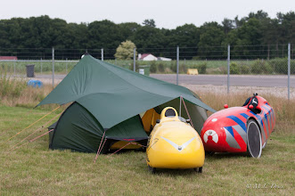 Photo: Onze tentjes staan. Let op: nieuwe trent: tête à tent.