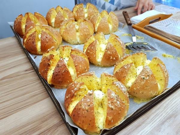 六角爆乳包 黃昏市場美食~韓國超熱賣的爆漿奶油大蒜麵包!!