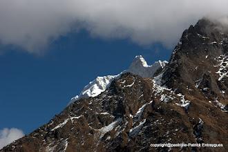 Photo: la pointe sommitale du Jannu 7710 m pointe son nez..