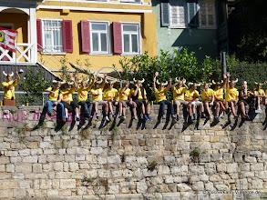 Photo: Sie kommen ... noch sitzen sie wie die Wanzen auf der Mauer, aber gleich stürmen Sie Ihren Stocherkahn und machen den Neckar unsicher. ;-)