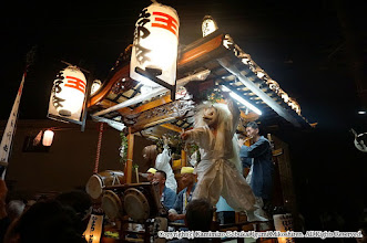Photo: 【平成27年(2015) 本宮】 元町自治会館での宮入。囃子連の最後の演舞 (Y.O撮影)
