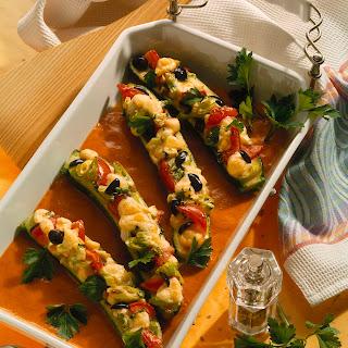 Gefüllte Zucchini mit Paprikasauce