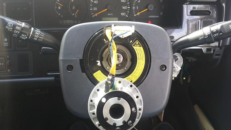 ハイエース TRH112Vのハイビームインジケーター,オートウインカー,ハンドルボスに関するカスタム&メンテナンスの投稿画像4枚目