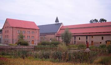 Kloster_Helfta_-_Liboriushaus,_Kirche,_Konventsgebäude.jpg