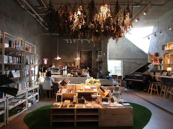 書香伴隨著咖啡香的獨立書店~青鳥 Bleu&Book
