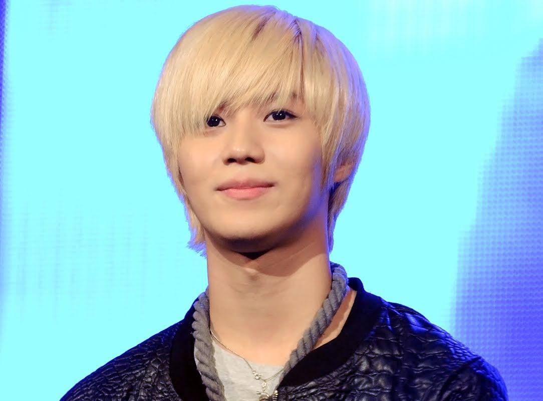 Taemin_at_the_Asean_Unity_Festival_on_November_2011_01