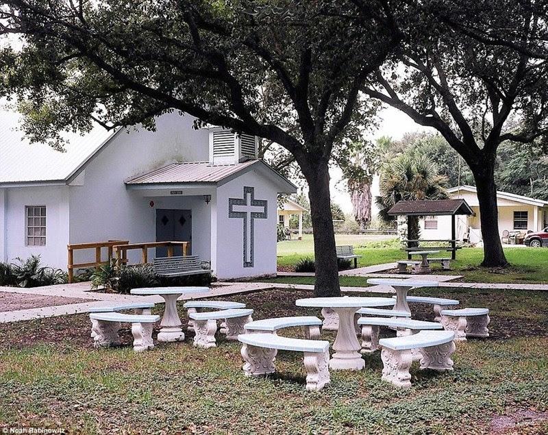 Miracle Village, a comunidade dos criminosos sexuais