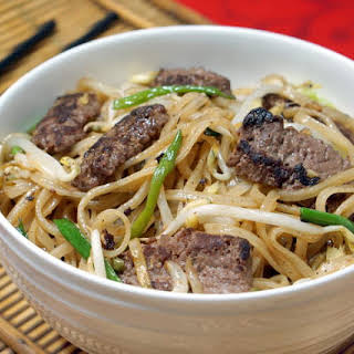 Beef Chow Fun (Cantonese Beef Noodle Stir Fry).