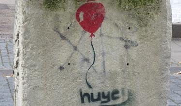"""Photo: Votivstein """"MATRONIS AVFNIABVS""""; Stencil; HUYE; """"Ballon"""""""