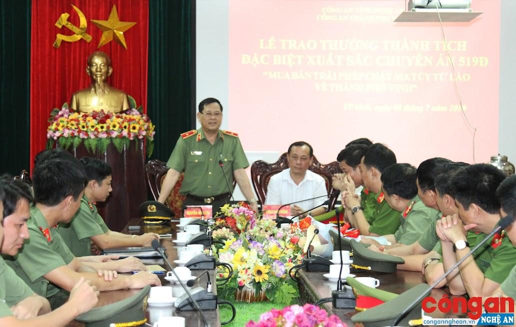 Đồng chí Thiếu tướng Nguyễn Hữu Cầu, Uỷ viên BTV Tỉnh uỷ, Giám đốc Công an tỉnh chỉ đạo Công an TP Vinh quyết liệt tấn công tội phạm ma tuý trên địa bàn