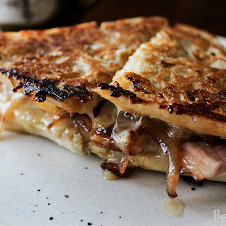 HAM GRILLED CHEESE SANDWICH WITH CARAMELIZED ONIONS & MAPLE SYRUP
