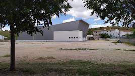 El pabellón deportivo y las pistas de pádel se conectarán con la zona arbolada del sur mediante este proyecto.