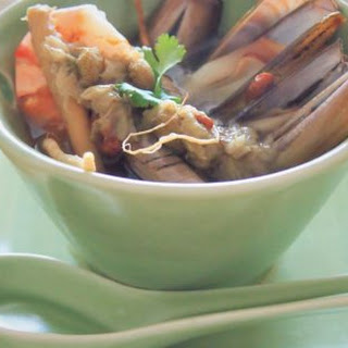 Steamed Razor Clams With Ginseng And Chrysanthemum 白菊人蔘蒸竹蛏.