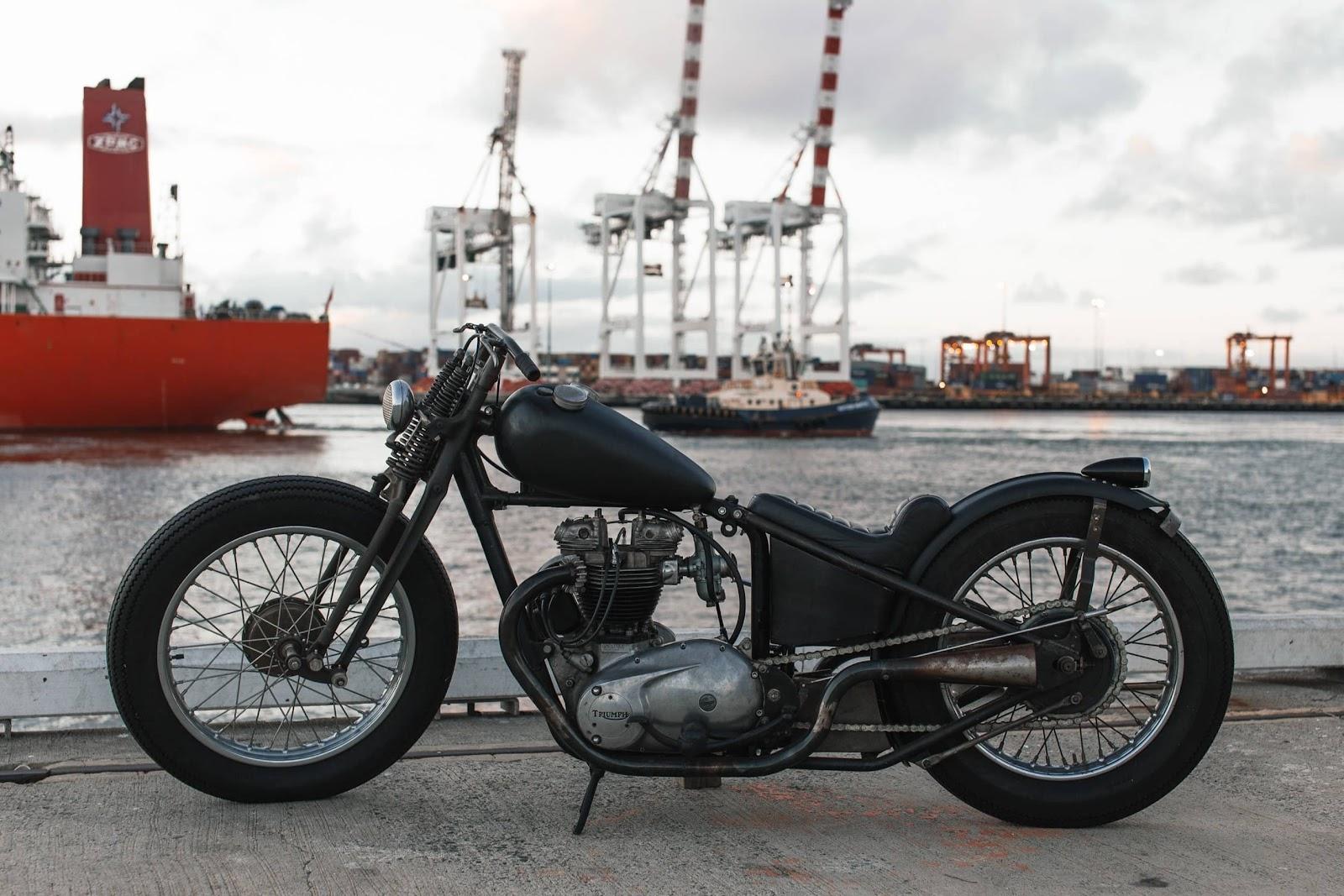 moto-vicino-al-porto