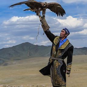 Eagle Hunter by George Marcu - People Portraits of Men ( eagle hunter, hunter, eagle, altai, mongolia, traditions, people,  )