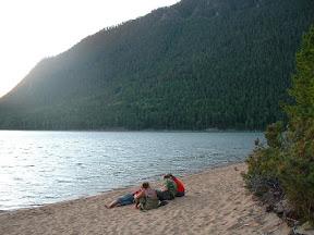 Nun konnten wir sehr zufrieden den Sonnenuntergang geniessen und später noch ein wenig Lagerfeuerromantik erleben.