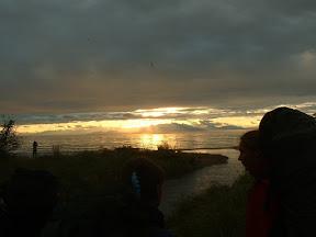 Der Himmel riss im Westen auf und bescherte uns einen atemberaubenden Sonnenuntergang.