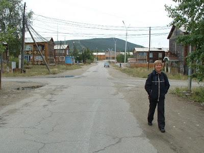 Eine Straße im alten Barackenviertel der BAM-Erbauer, wo sich auch das SchTEO befindet.