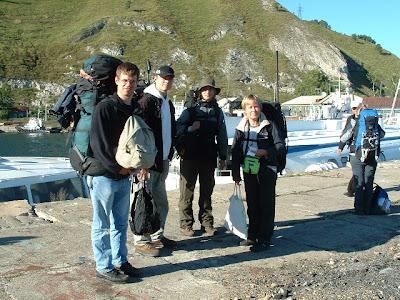 Am Pier in Port Baikal. Hier stiegen wir auf ein kleineres Tragflächenboot nach Irkutsk um.