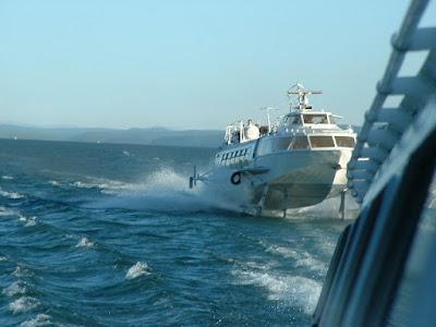 Die beiden Tragflächenboote lieferten sich ein Rennen und im Hintergrund entschwand der Baikal.