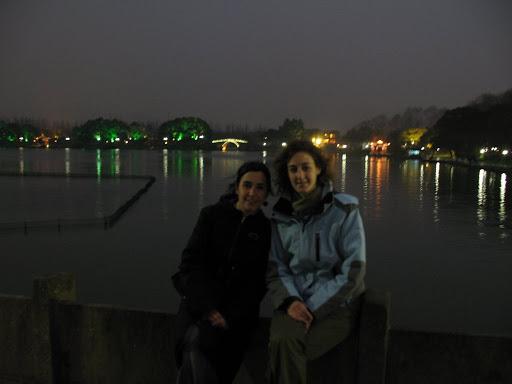 Puentes y luces del Lago del Oeste