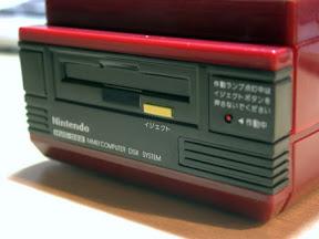 [逸品]コイーニ!任天堂紅白機造型有聲貯金箱!