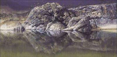 岩がまるで拝む親子のように見える写真