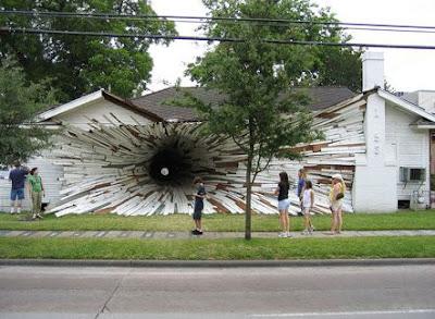 異空間な建築技術で作られたアートな家