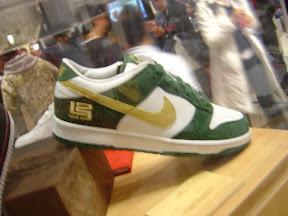 lbj pe nike dunk green white gold LeBrons non signature shoes: Nike Dunk